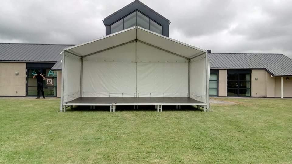 Udlejning af mobilscene / overdækket scene telt