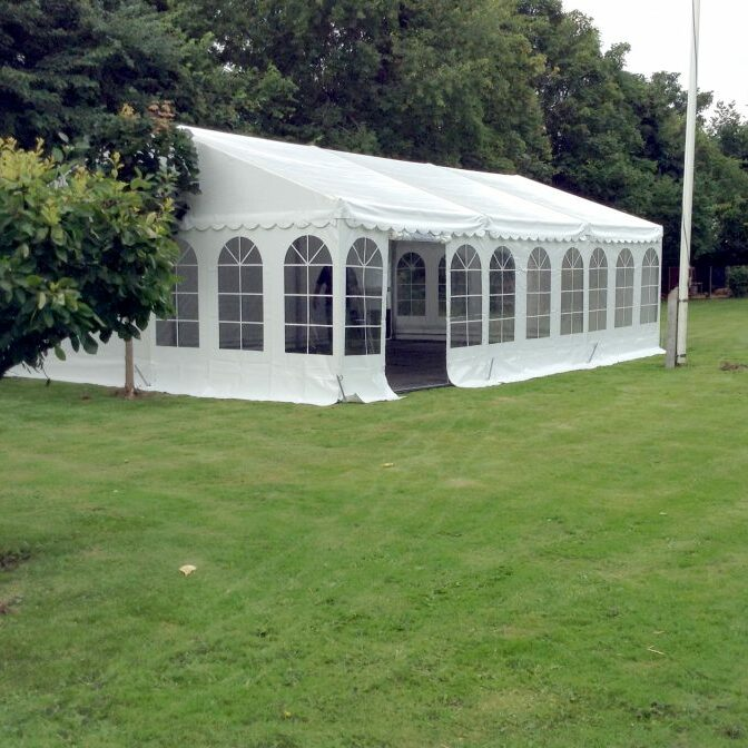 9 m bredt udlejnings telt.
